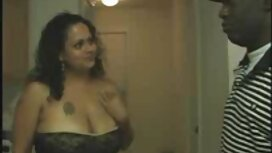Samantha و Dahlia لزبین Busty hotties فیلم سوپر خارجی شهوانی لزبین با شور و شوق بر روی مبل لعنتی